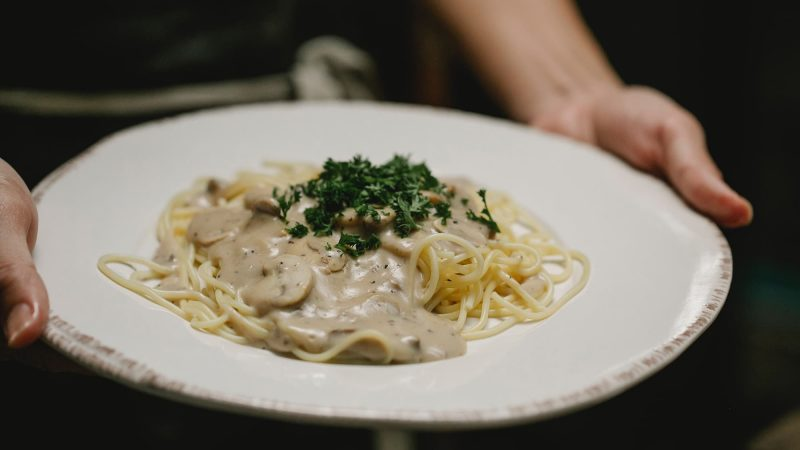 Champignonsaus met pasta